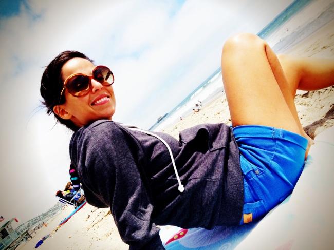 eat write walk blogger nina mufleh hanging out at the beach in santa monica, california.