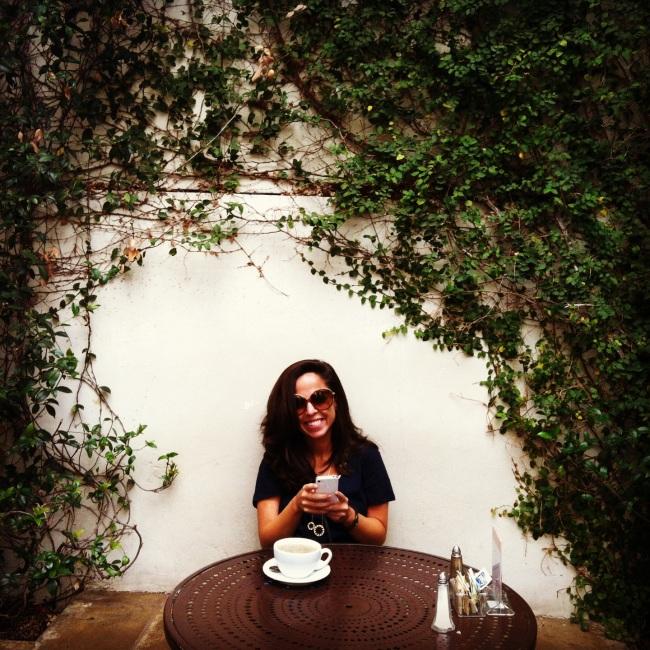 eat write walk blogger nina mufleh at urth cafe in los angeles.