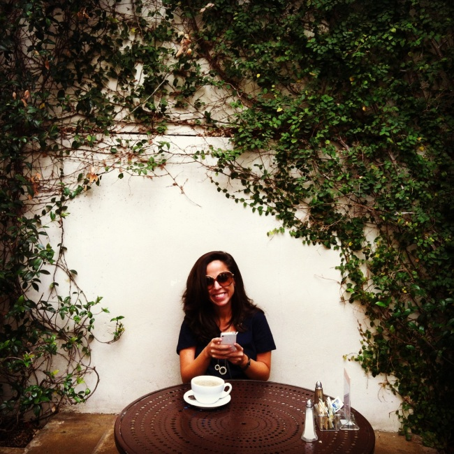eat write walk blogger nina mufleh at urth cafe in los angeles.