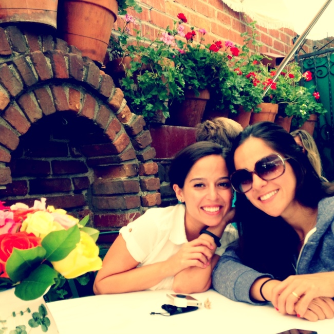 eat write walk blogger nina mufleh with her sister at the ivy in los angeles.